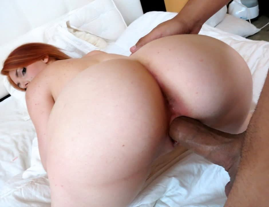 Tall mesmerizing girlie Eve uses a dildo and polishes her twat madly for orgasm